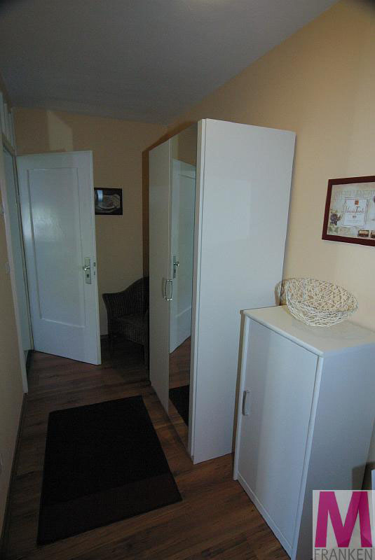 top moderne 2 zimmer wohnung im erlanger zentrum. Black Bedroom Furniture Sets. Home Design Ideas